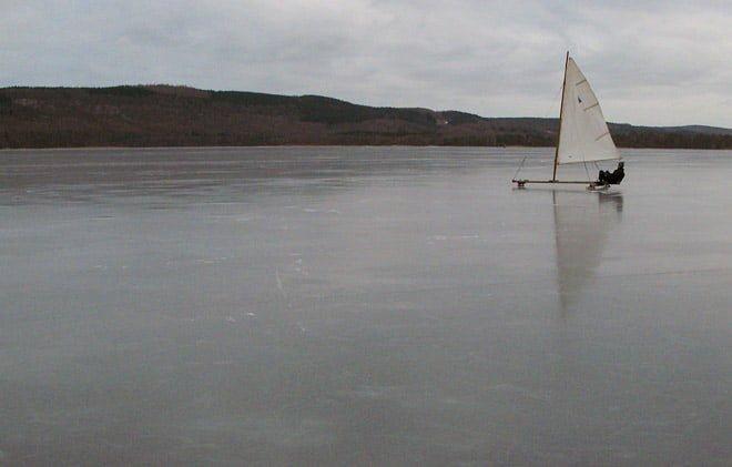 Isjakt på sjön
