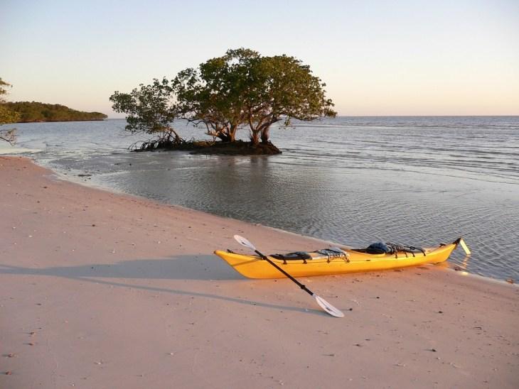 Dębki plaża i miejscowość na spływy kajakowe i kajaki