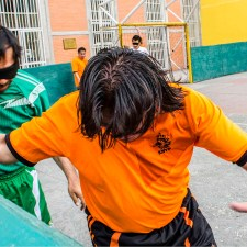 Jugar futbol invisible