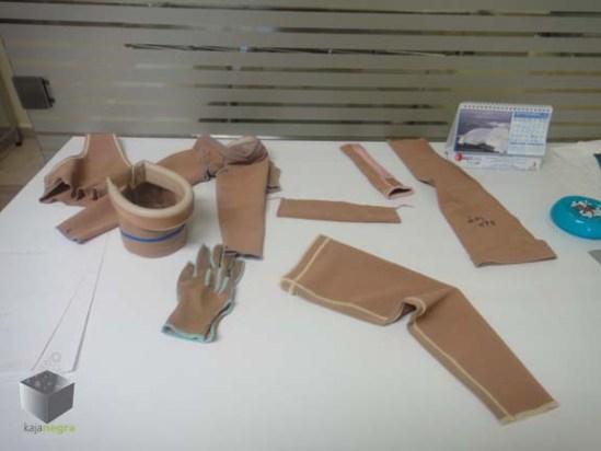 Taller de prendas. El CENIAQ cuenta con su propio taller de prendas de comprensión. La costurera, Gaby, fue capacitada en Estados Unidos.
