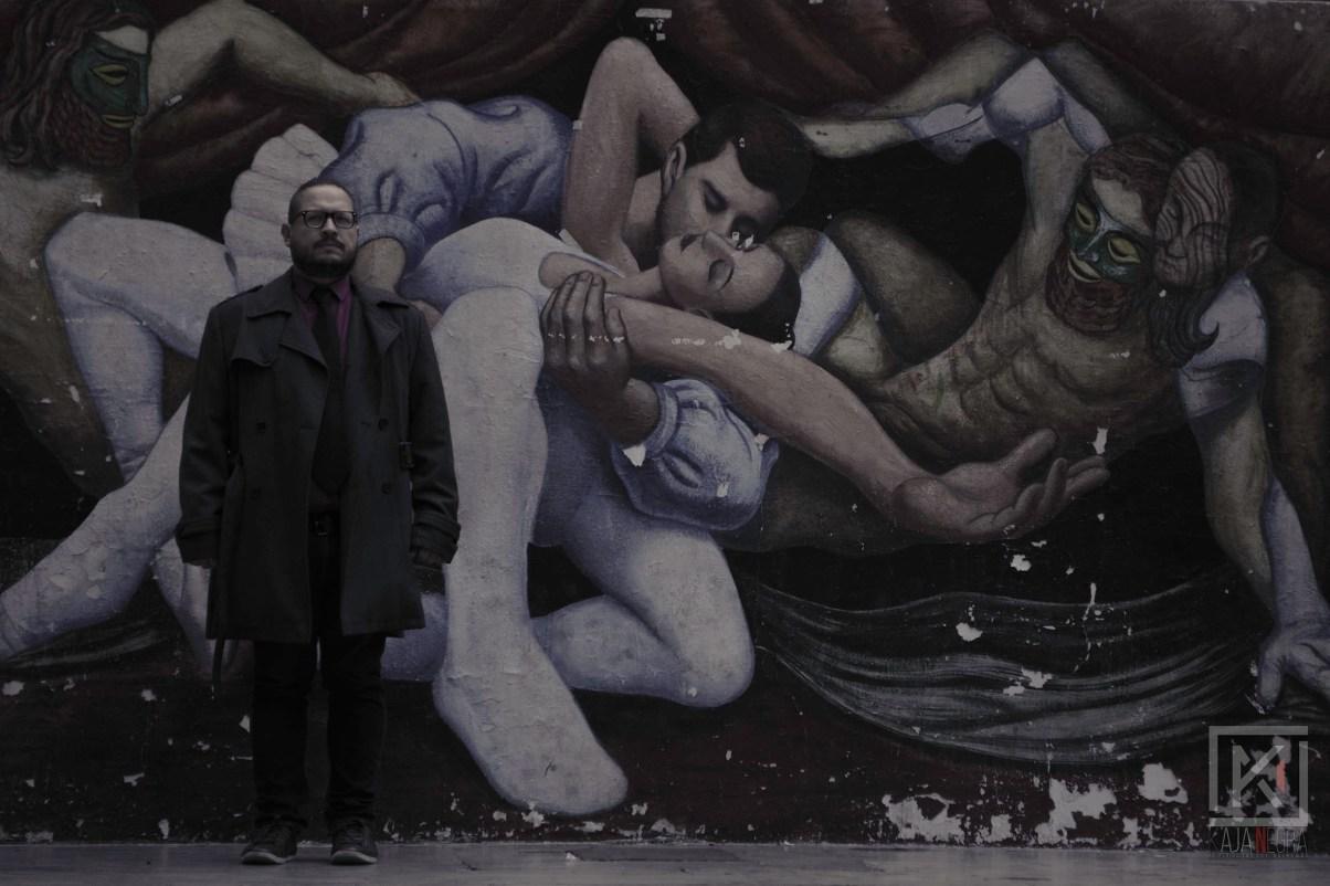 Ernesto Escobedo posando en el Parque de los Venados