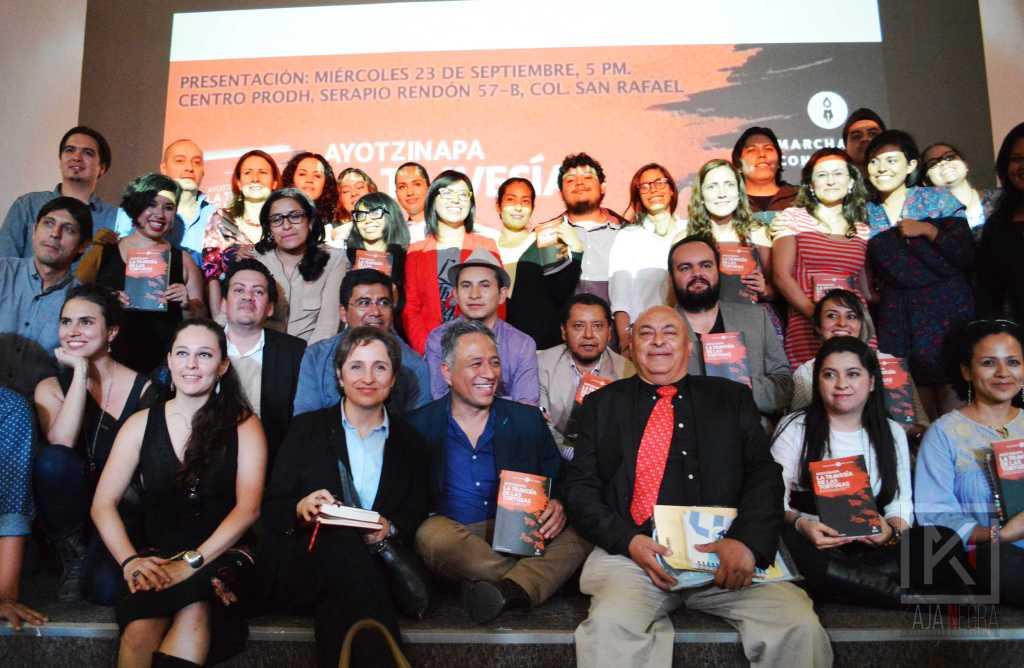 Parte del equipo de periodistas que participó en La travesía de las tortugas junto a Carmen Aristegui