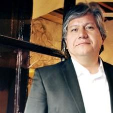 Entre lo sacro y lo profano: entrevista con Raúl Olmos