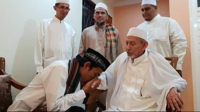 Hukum Mencium Tangan, Sunnah atau haram