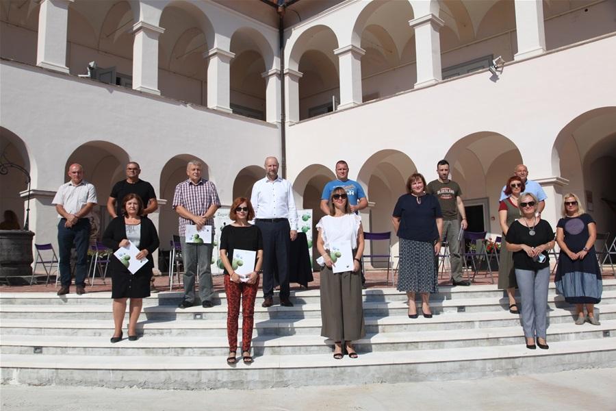 Slika prikazuje predstavnike udruga KZŽ kojima su dodijeljena sredstva za sufinanciranje projekata u kulturi.