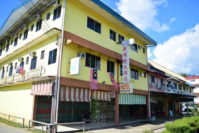 One of the more modern shophouses in Belaga.