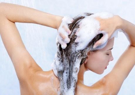 Как правильно мыть голову подростку видео?