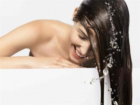 Как нужно правильно мыть волосы?