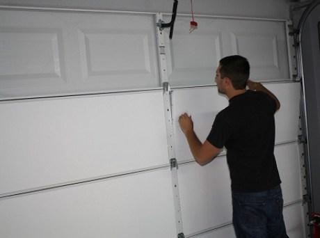Как утеплить ворота гаража строительной пеной?