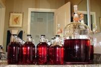 Как правильно сделать домашнее вино из винограда?