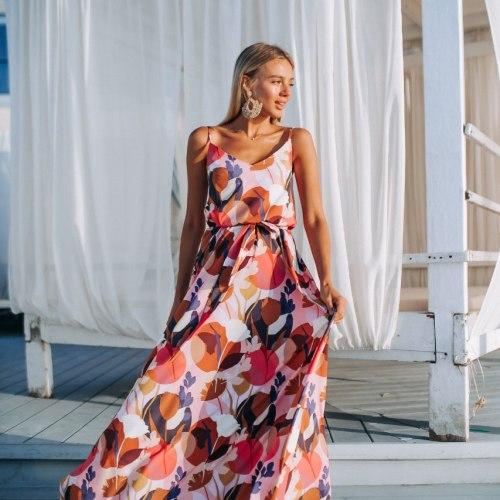 Летнее платье в пол с поясом и оригинальным принтом