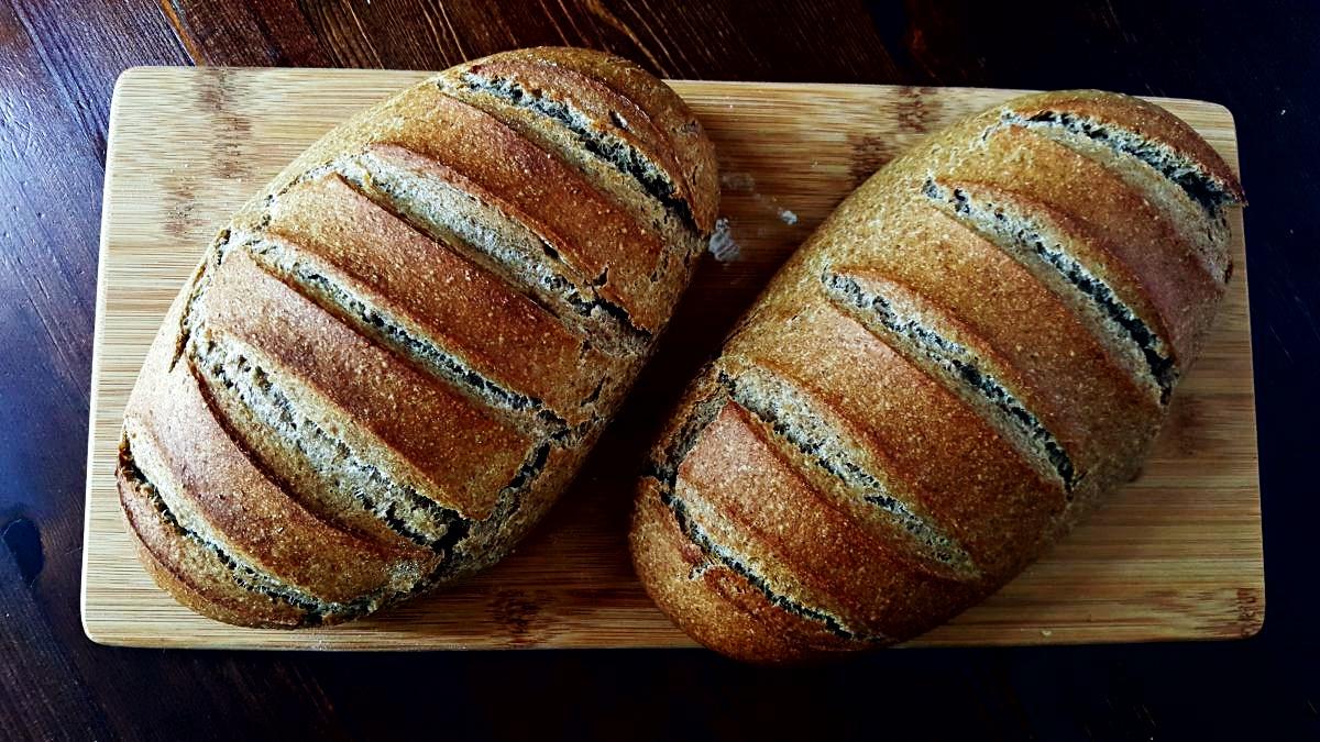 Przepis na chleb pszenny z mąką pełnoziarnistą na zakwasie razowym