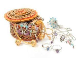 Come pulire i gioielli da oscuramento e ossidazione