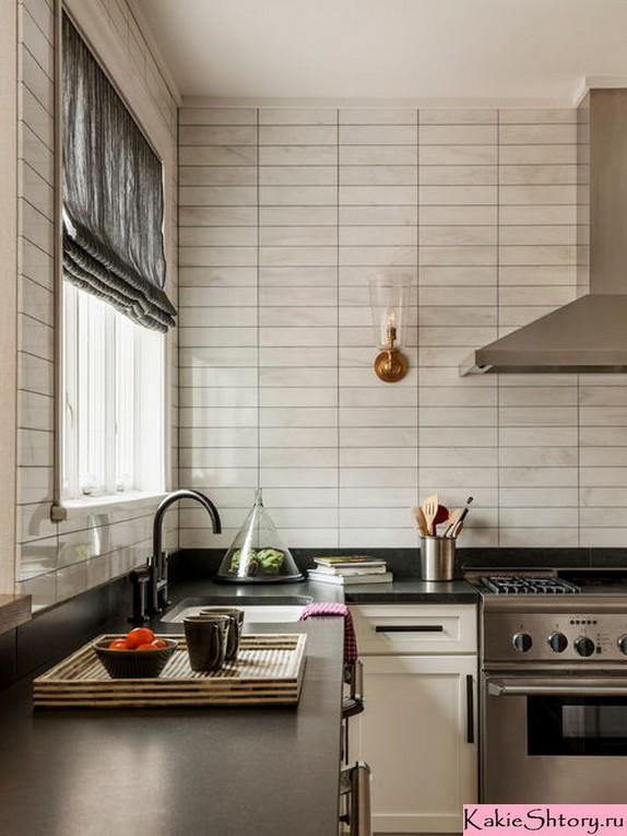 ม่านโรมันในห้องครัวพร้อมผนังสีเบจ