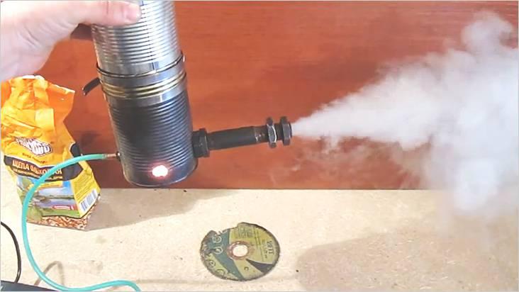 角の中の銅管を移動すると、最大の煙が達成されます
