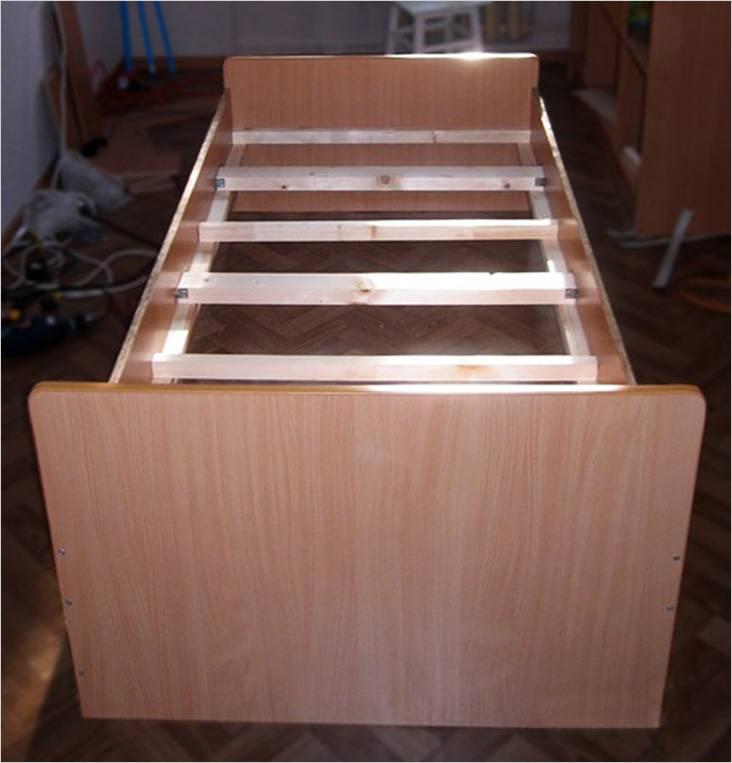 Πλαστικοποιημένο κρεβάτι κόντρα πλακέ