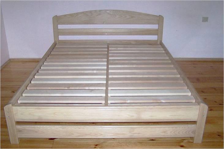 Έτσι μοιάζει με ένα ξύλινο κρεβάτι χωρίς στρώμα