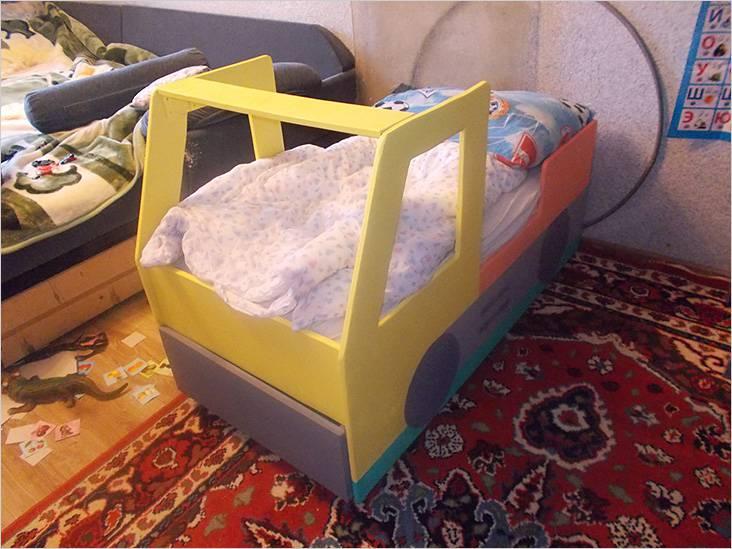 Απλοποιημένη έκδοση του παιδικού κρεβατιού