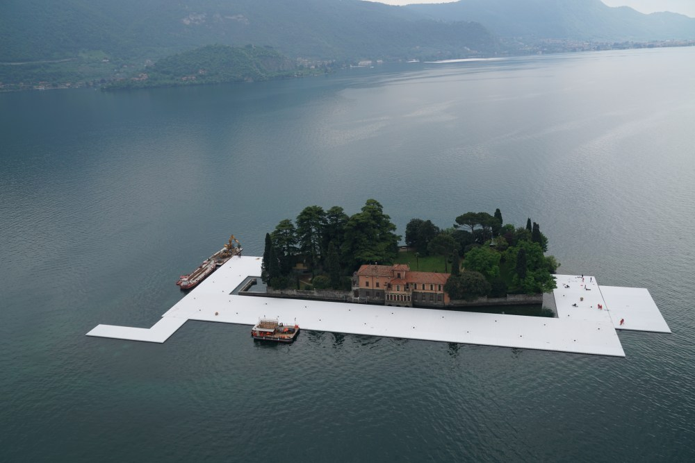 The Floating Piers - Workers start to encircle the island of San Paolo with the first floating elements, April 2016