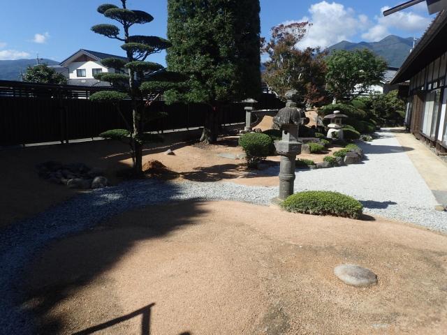 名家屋敷の修景防草