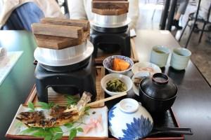 昇仙峡のお食事処一休の「山菜釜飯といわなの塩焼きセット」