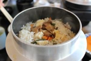 昇仙峡のお食事処一休の山菜釜飯