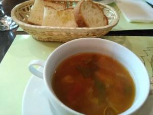 オステリアガウダンテのスープ