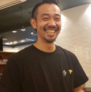 笑顔が素敵なソムリエのお兄さん
