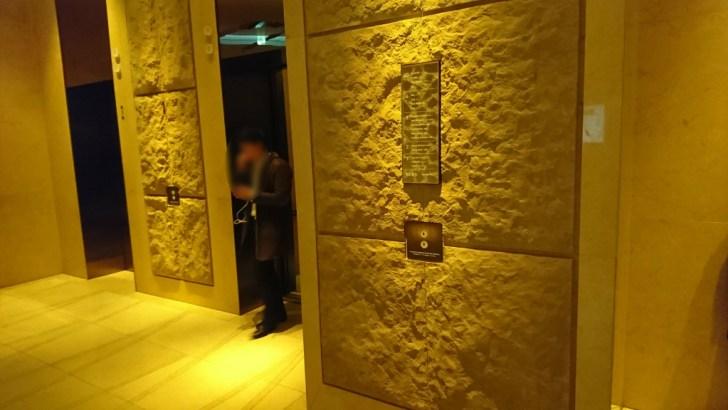 20階へ向かうエレベータ