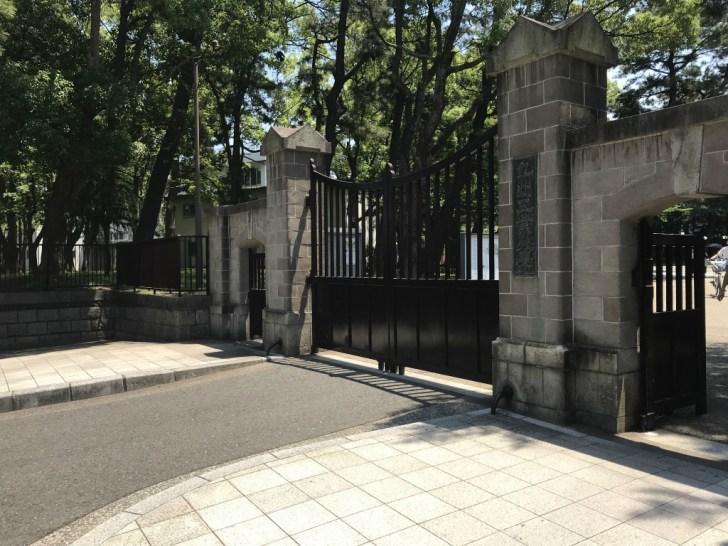 九州工業大学 入り口