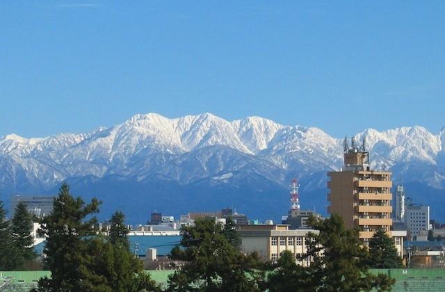 富山市内から望む立山連峰