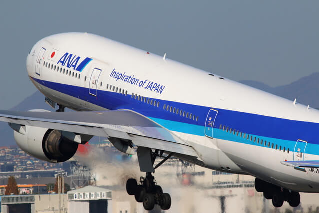 伊丹空港を発着するANAの飛行機