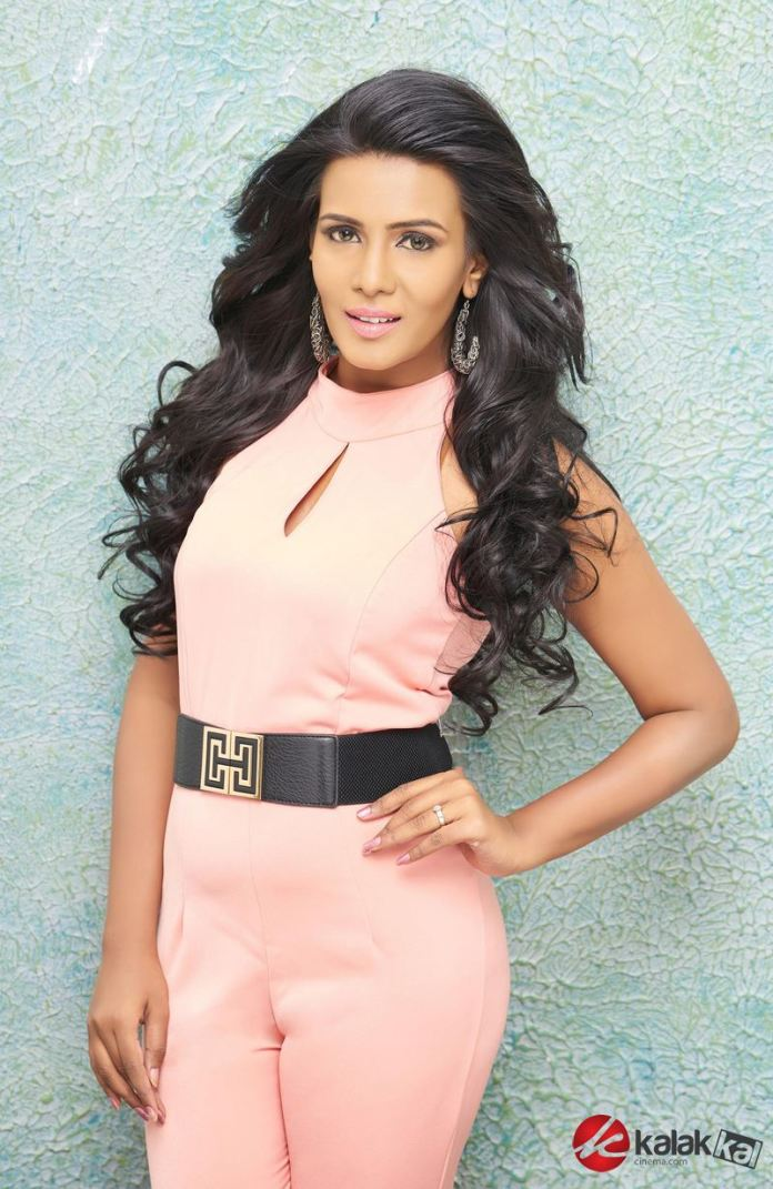 Actress Meera Mitun Photos