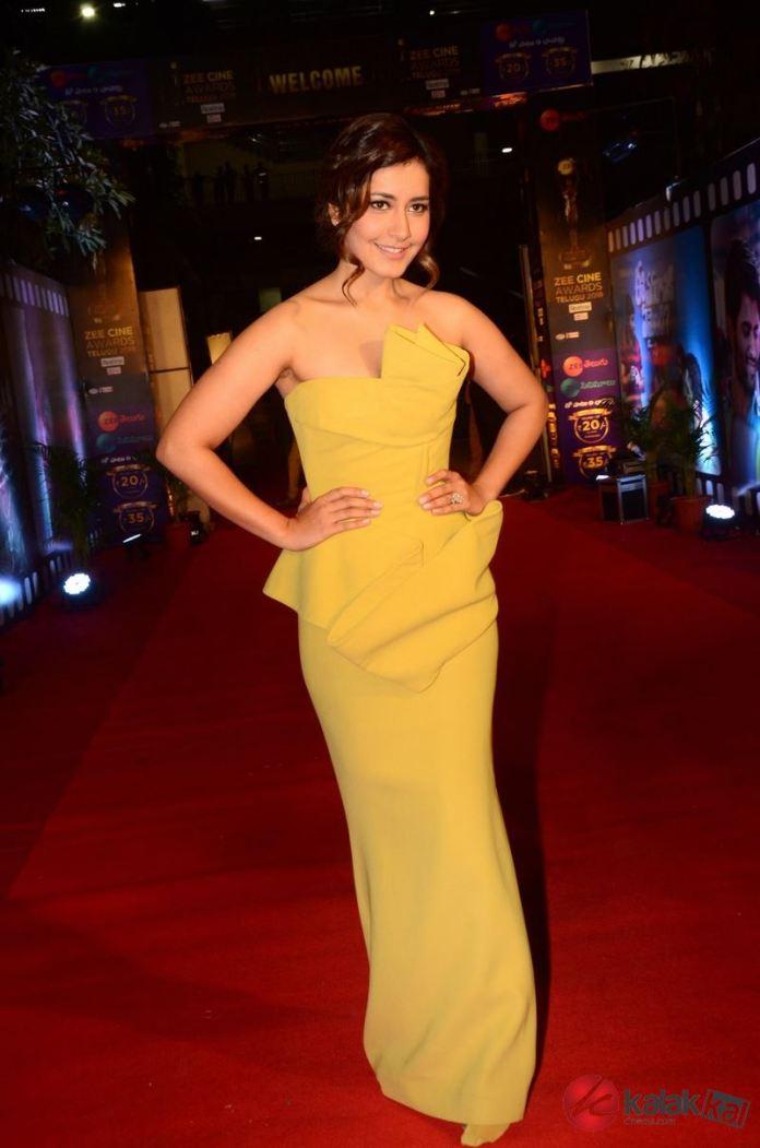 Actress Raashi Khanna New Stills
