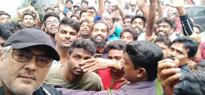 Thala Ajith Selfie : Ajith's Selfie With Fans - Super Exclusive Update | NerKonda Paarvai | Thala Ajith | Vidya Balan | Cinema News, Kollywood