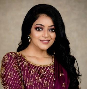 Actress Janani Iyer Latest Stills