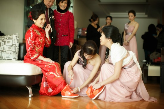 Kalamakeup bride Cherie getting ready for Chinese Tea Ceremony at The Four Season Hotel, H.K.