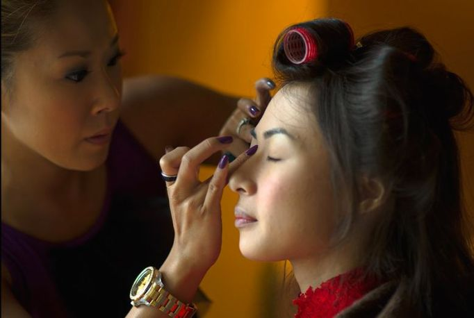 Kalamakeup wedding makeup and hair styling for bride Lucia