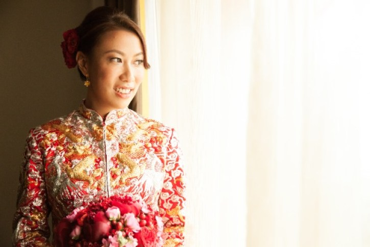 Kalamakeup bride Carmen getting ready for Chinese Tea Ceremony