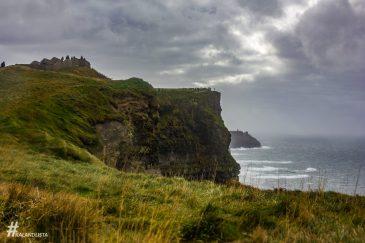 Moher-sziklák 8 km hosszan húzódik Írország nyugati partvonalán