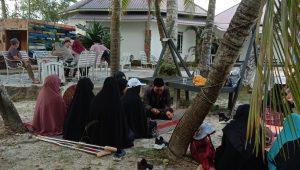 Tampak anggota majelis tartil menyetor hafalan Al-Qur'an ke Utadz Abdul Ajiz Azizi/ISTIMEWA
