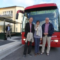 Nu stannar bussen uppe vid Söderby torg!
