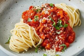 Spaghetti Bolognese Vegetarian dengan Oncom – Kaldu AlaNia