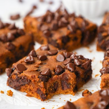 Delicious pumpkin chocolate chip blondies that are so easy to make and are gluten free too! They're the perfect healthier fall treat!