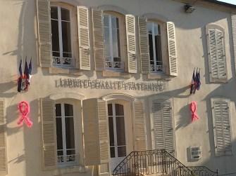 Mairie de Givry aux couleurs d'Octobre Rose