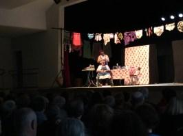 Les Totors sur la scène de la salle des fêtes de Châtenoy-le-Royal à l'occasion de la Journée des aidants 2017