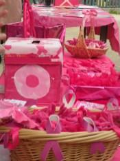 Tables et ustensiles aux couleurs d'Octobre rose