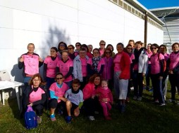 ensemble de l'équipe contre le cancer du sein lors de l'Octobre rose