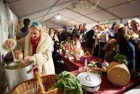 Les chalonnais attendent patiemment leur soupe pour le festival de la soupe 2017