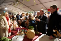 M. Martin et M. Platret dégustent une soupe lors du 9ème festival de la soupe à Chalon sur Saône